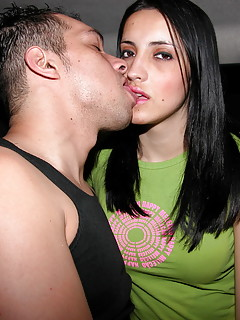 Shemale Kissing Pics